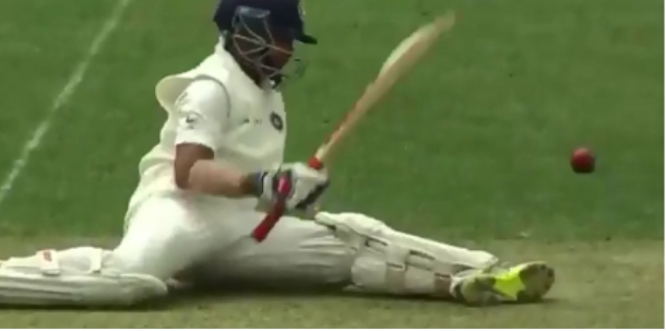 AUSvsIND: ऑस्ट्रेलियाई गेंदबाज की फिरकी पर चक्कर खा कर गिर पड़े पृथ्वी शॉ, देखें वीडियो