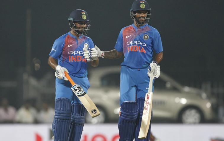 टी-20 श्रृंखला जीतने के बाद ख़ुशी से गदगद हुए रोहित शर्मा, धवन या कुलदीप नहीं बल्कि इस खिलाड़ी के लिए किया सबसे खास ट्वीट 1