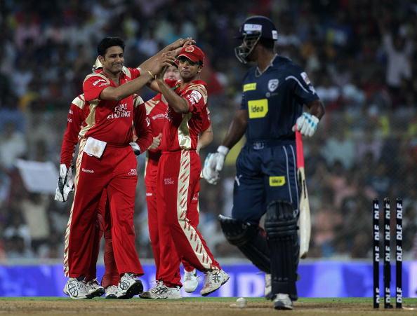 इंडियन प्रीमियर लीग 2010: पारी में सबसे बेहतरीन गेंदबाजी स्ट्राइक रेट 11