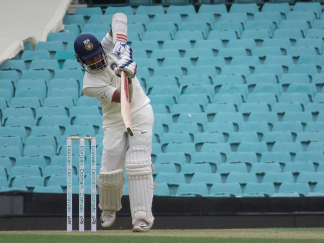 AUSvsIND: ऑस्ट्रेलियाई गेंदबाज की फिरकी पर चक्कर खा कर गिर पड़े पृथ्वी शॉ, देखें वीडियो 2