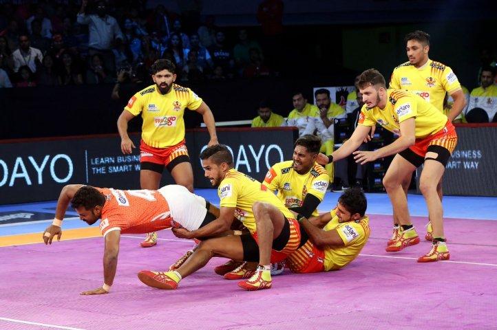 Pro kabaddi league: Gujarat top beat Punei