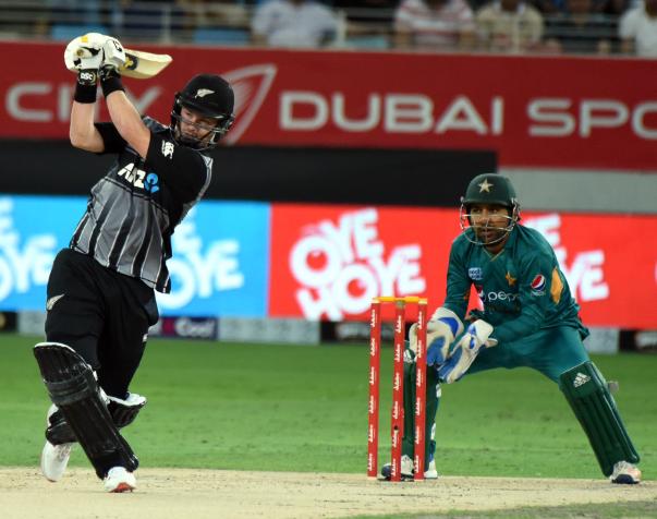 पाकिस्तान के खिलाफ टी-20 मुकाबले में केन विलियमसन ने लपका करिश्माई कैच, वीडियो देख नहीं होगा यकीन 2