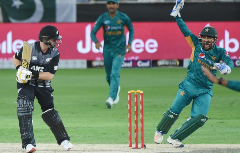 पाकिस्तान के खिलाफ टी-20 मुकाबले में केन विलियमसन ने लपका करिश्माई कैच, वीडियो देख नहीं होगा यकीन 1