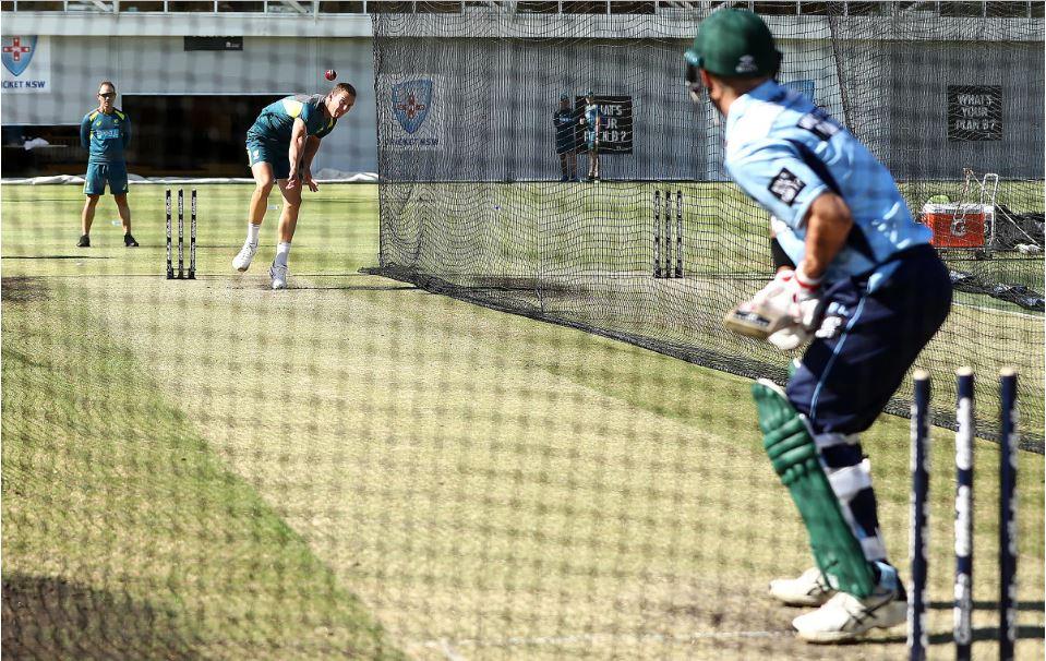 VIDEO: कोच लैंगर की देखरेख में पैट कमिंस और हेजलवुड के खिलाफ डेविड वार्नर ने किया बल्लेबाजी का अभ्यास 1