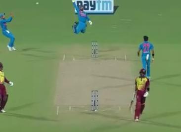 वीडियो: 3.1 ओवर में केएल राहुल से हुई भारी चूक लेकिन मनीष पांडे से संभाल लिया 1