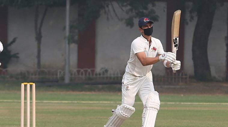 बीसीसीआई नहीं दे रहे ध्यान दिल्ली में बढ़ा प्रदुषण रणजी मैच के दौरान मास्क लगाकर खेलते नजर आए खिलाड़ी 1