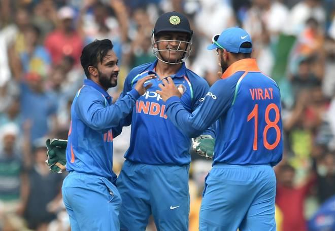 ऑस्ट्रेलिया के खिलाफ वनडे और न्यूज़ीलैंड के खिलाफ टी-20 के लिए 15 सदस्यी भारतीय टीम, धोनी की वापसी के साथ इस खिलाड़ी की छुट्टी!