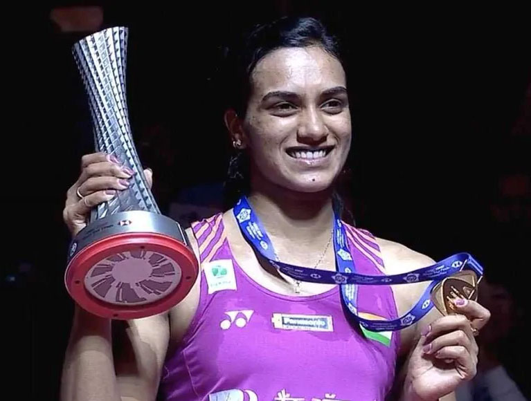 Bollywood celebrities praise Sindhu on historic victory