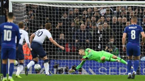 EFL Cup: Tottenham Hotspur beat Chelsea 1-0
