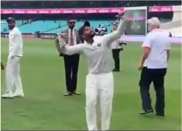AUSvsIND-: सीरीज जीत के बाद भारत आर्मी के साथ ऋषभ पंत ने किया डांस, देखें वीडियो 8