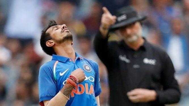 महेंद्र सिंह धोनी और चहल को क्रिकेट ऑस्ट्रेलिया ने दिया 500 डॉलर का इनाम, भड़क उठे सुनील गावस्कर 3