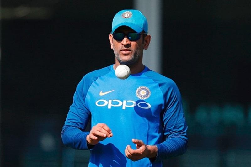 वीडियो: ऑस्ट्रेलियाई गेंदबाजों की आने वाली है शामत, धोनी ने नेट्स प्रैक्टिस मे लगाएं लंबे-लंबे छक्के 3