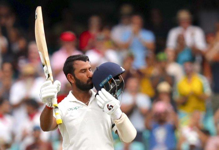 चेतेश्वर पुजारा सिडनी में भारत को जीताने के लिए कर रहे थे बल्लेबाजी और इधर मुंबई हॉस्पिटल में पिता लड़ रहे जिन्दगी की जंग