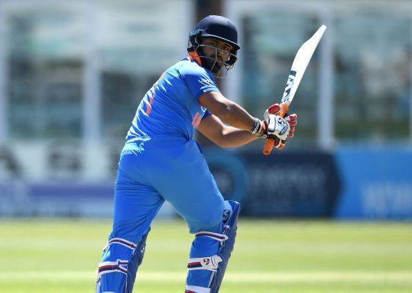 5 खिलाड़ी जिन्हें छोड़ देना चाहिए विश्व कप 2019 में खेलने का सपना, पहले 2 को ले लेना चाहिए वनडे से संन्यास 2