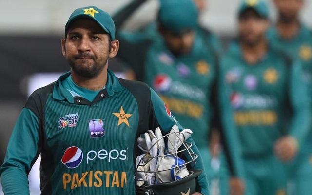 एंडिल फेहलुकवाओ पर टिप्पणी  की वजह से सरफराज अहमद पर लगा चार मैच का बैन, छिनी कप्तानी 1