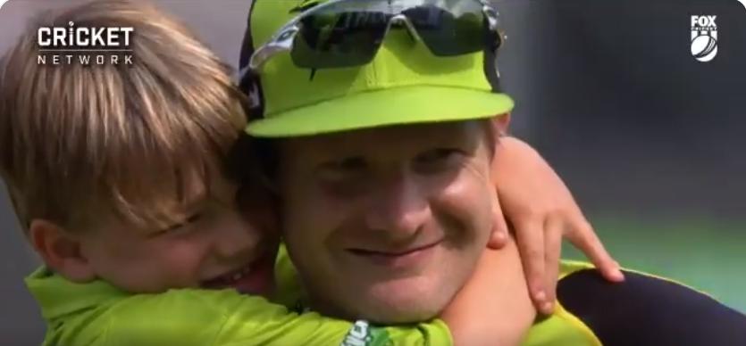 वीडियो- शेन वॉटसन और उनके बेटे के बीच मैदान में दिखा दिल छू लेने वाला नजारा, तो चेन्नई सुपर किंग्स ने समर्पित किया ये गाना 1