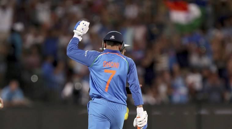 जिसने धोनी को बनाया क्रिकेटर, वो उनको इस स्थान पर खेलते देखना चाहता है 8