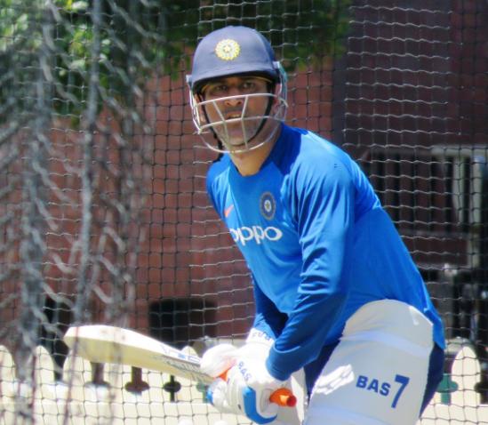 वीडियो: ऑस्ट्रेलियाई गेंदबाजों की आने वाली है शामत, धोनी ने नेट्स प्रैक्टिस मे लगाएं लंबे-लंबे छक्के