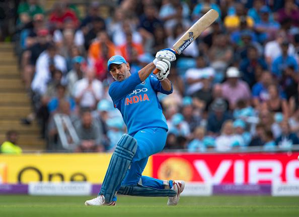 वीडियो: ऑस्ट्रेलियाई गेंदबाजों की आने वाली है शामत, धोनी ने नेट्स प्रैक्टिस मे लगाएं लंबे-लंबे छक्के 2