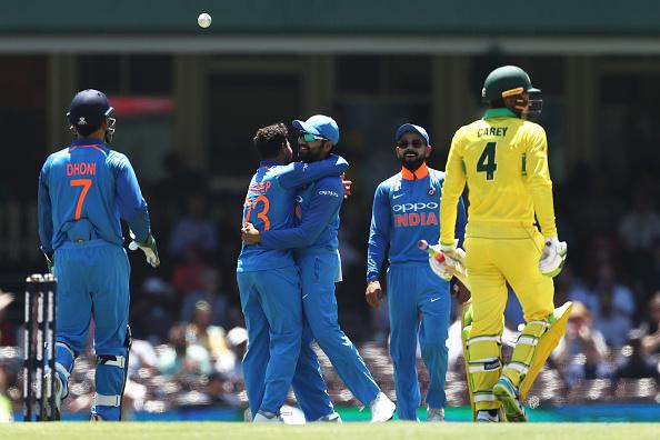 AUSvIND: 6.6 ओवर में भुवनेश्वर कुमार की इस गेंद पर चारों खाने चित हुए एरोन फिंच, कुछ इस तरह गवाई अपनी विकेट 2