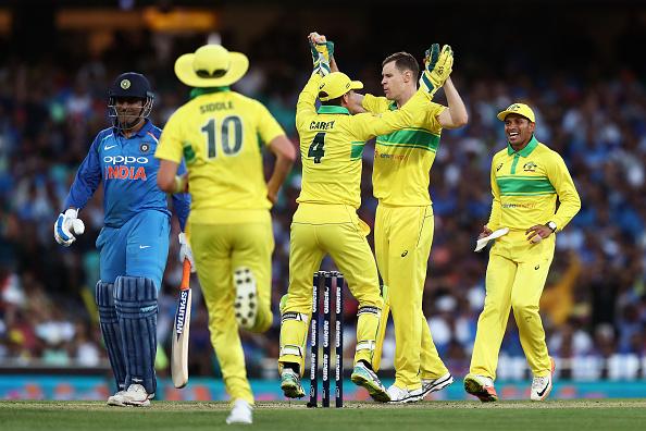 पहले वनडे में भारत को मिली हार, रोहित की हुई जमकर प्रशंसा, तो शानदार प्रदर्शन के बाद बना इस भारतीय खिलाड़ी का मजाक 8