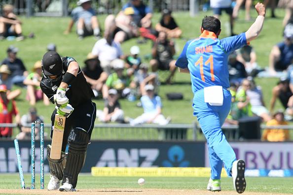 मैन ऑफ द मैच लेते हुए मोहम्मद शमी ने इस साथी खिलाड़ी को दिया अपनी सफलता का पूरा-पूरा श्रेय 4