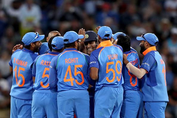 वीडियो: भारत न्यूजीलैंड के बीच मैच के दौरान मजाक मजाक में अंपयार के साथ हुआ कुछ ऐसा, टला दर्दनाक हादसा 3