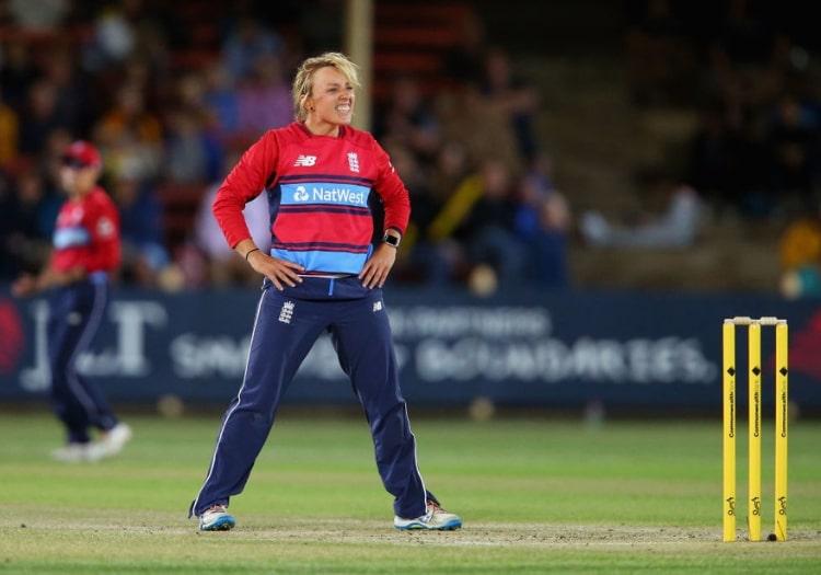 इंग्लैंड की महिला क्रिकेटर डेनिएल हेजेल ने इंटरनेशनल क्रिकेट से लिया संन्यास 3