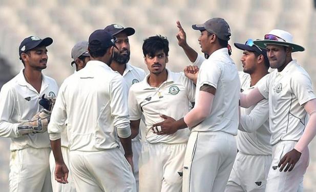 उमेश यादव के बाद केरल की घातक गेंदबाजी, दिन का खेल समाप्त होने तक विदर्भ के पांच विकेट गिरें 2