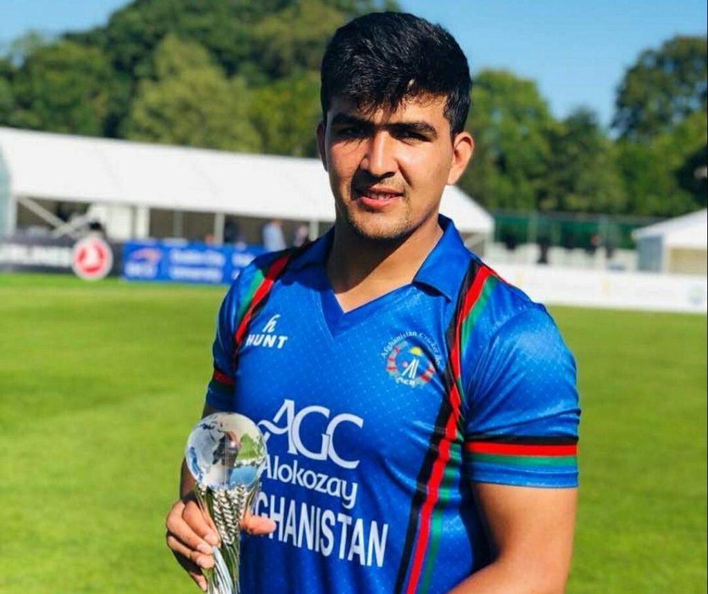 टी 20 में 162 रनों की धुआंधार पारी खेलने वाले हज़रतुल्लाह ज़ज़ाई हैं महेंद्र सिंह धोनी के प्रशंसक 5