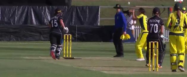 वीडियो : क्रिकेट इतिहास का सबसे अनोखा आउट, जिसे देख यकीन करना आपके लिए भी होगा मुश्किल 10