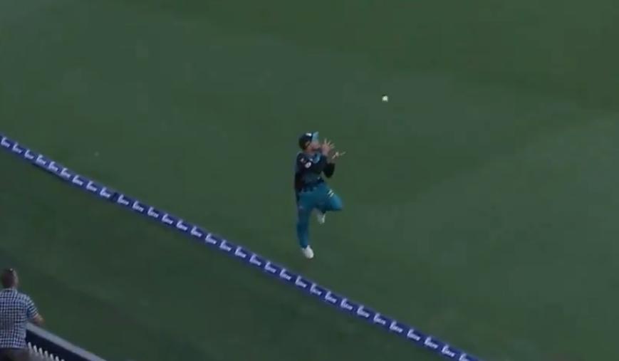 वीडियो: ब्रेंडन मैकुलम और बेन कटिंग ने पकड़ा होता ये कैच तो होता क्रिकेट इतिहास का सर्वश्रेष्ठ कैच 2