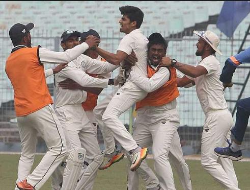 रणजी ट्रॉफी फाइनल : सौराष्ट्र की टीम को 78 रन से हरा विदर्भ बना लगातार दूसरी बार रणजी चैंपियन 3