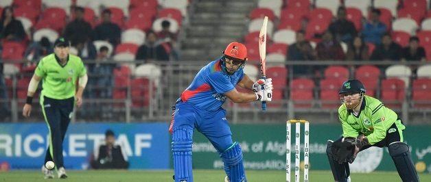 टी 20 में 162 रनों की धुआंधार पारी खेलने वाले हज़रतुल्लाह ज़ज़ाई हैं महेंद्र सिंह धोनी के प्रशंसक 4