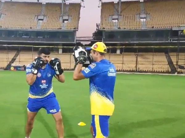 IPL 2019: WATCH: राॅजस्थान राॅयल्स के साथ मैच से पहले बाॅक्सिंग में 'चिन्ना थाला' सुरेश रैना ने आजमाया हाथ, देखें वीडियो 1