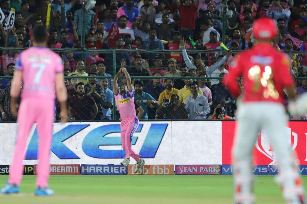 WATCH: आईपीएल का सबसे बेहतरीन कैच लपक, धवल कुलकर्णी ने मयंक अग्रवाल को भेजा पवेलियन 1