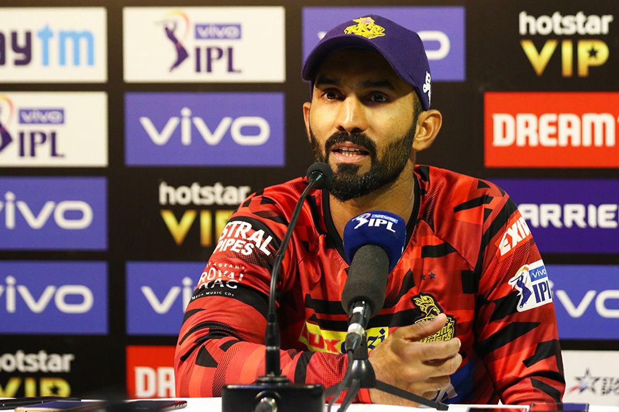 DCvsKKR : दिनेश कार्तिक ने बताई वो वजह, जिसकी वजह से उनकी टीम को सुपर ओवर में मिली हार 60
