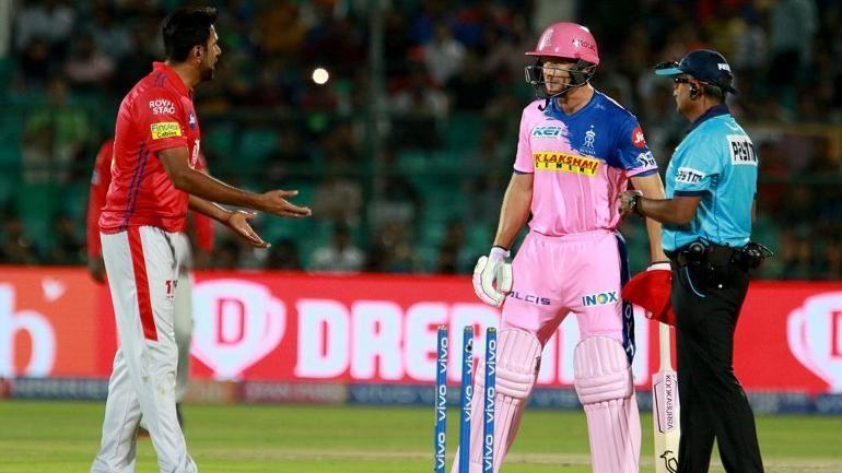 WATCH : अश्विन की तरह इस गेंदबाज ने भी किया बल्लेबाज को मांकडिंग, बल्लेबाज ने मैदान पर जो किया सहम गये अंपायर 3