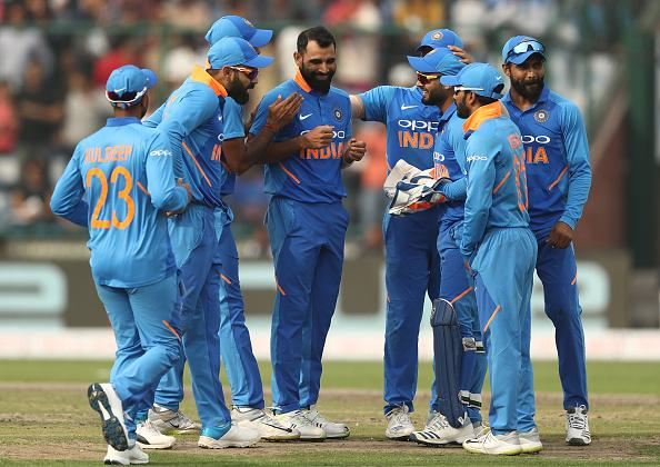 INDvsAUS, दिल्ली वनडे: भारत की शानदार गेंदबाजी के बाद भी सोशल मीडिया पर बना इस भारतीय खिलाड़ी का मजाक 1