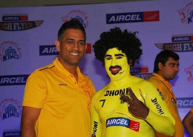 OMG ! चेन्नई सुपर किंग्स के फैन के साथ सनराइजर्स हैदराबाद के फैन्स ने किया बुरा बर्ताव