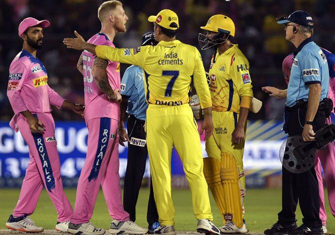 """किसने कहा """"महेंद्र सिंह धोनी सस्ते में छूट गए, उनपर एक या दो मैच का बैन लगाना चाहिए था"""" 3"""