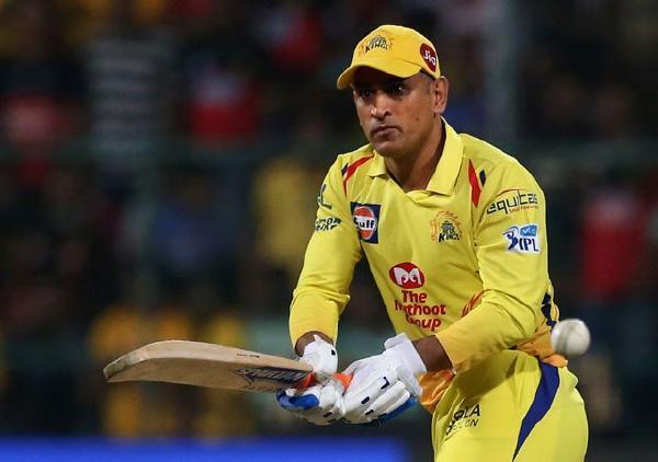 इरफ़ान पठान ने आईपीएल 2020 में धोनी की बल्लेबाजी से गेंदबाजो को किया सावधान 6