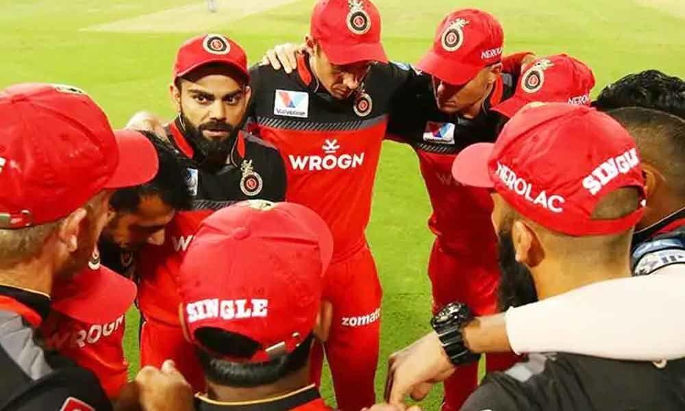 आरसीबी के खिलाड़ियों की खातिर इन 2 युवा खिलाड़ियों के साथ अन्याय कर रहे विराट कोहली 11
