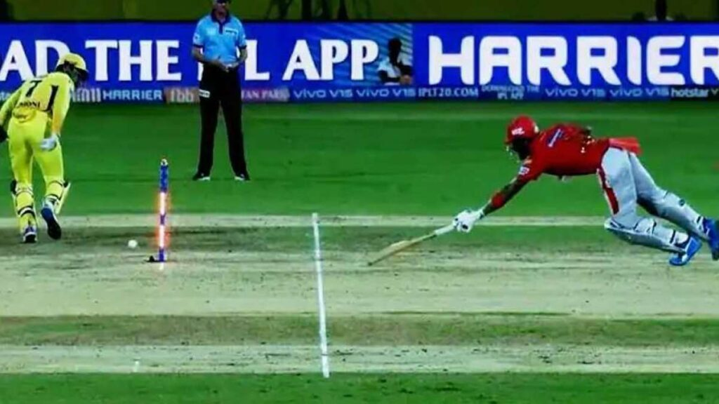 IPL 2019: गेंद लगने के बावजूद बेल्स नहीं गिरने पर माइकल वॉन ने दिया ऐसा करने का सुझाव 1