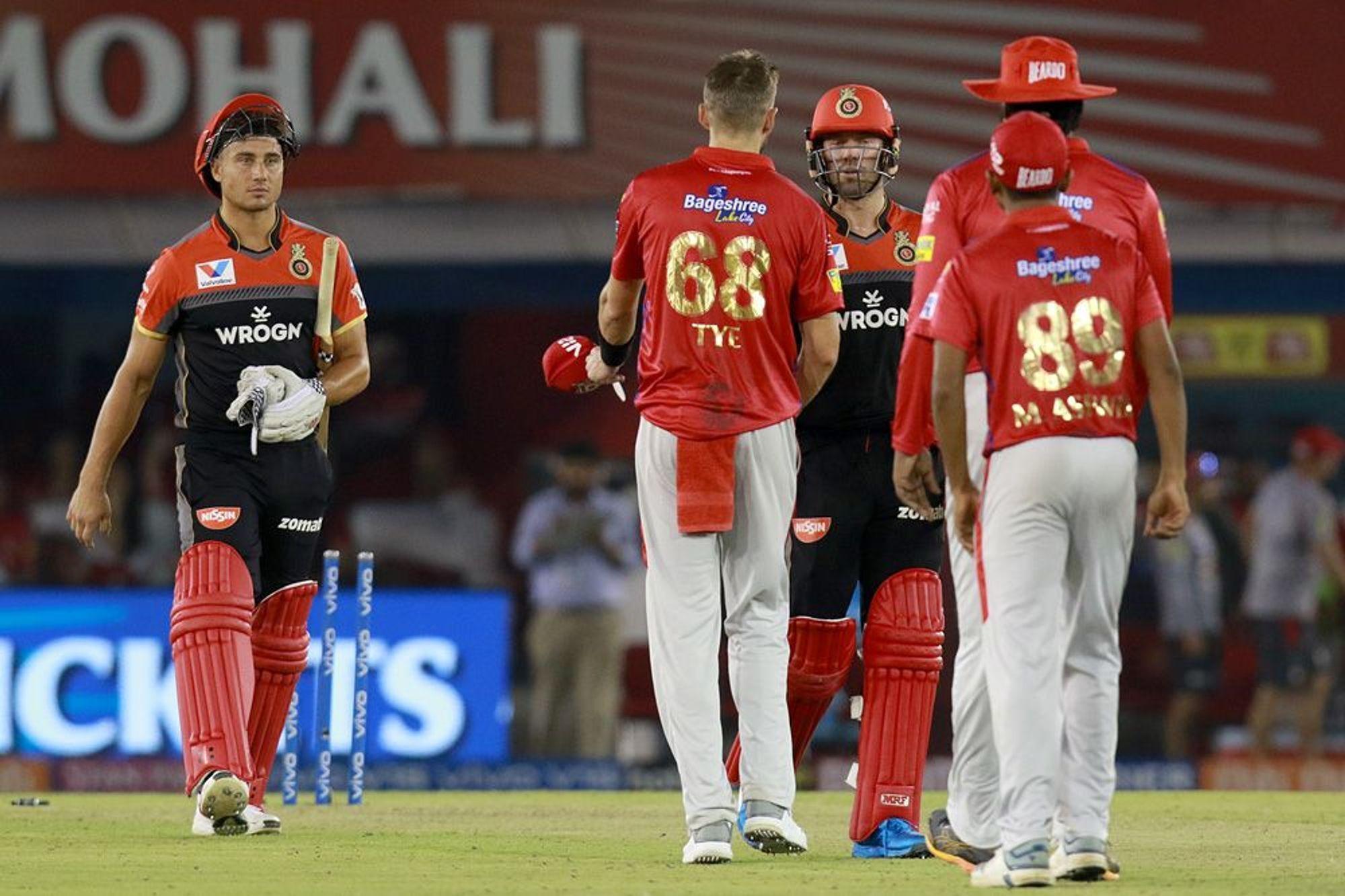 KXIPvsRCB : कोहली-डीविलियर्स की शानदार पारीयों के दम पर आरसीबी ने पंजाब को 8 विकेट से हराया 9