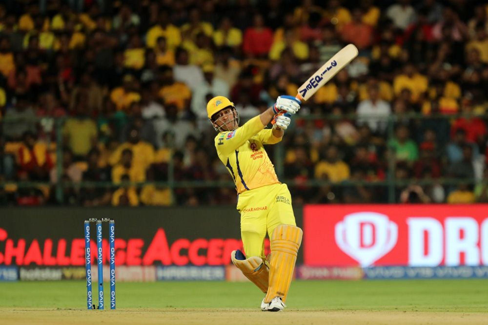 आईपीएल 2019 : महेंद्र सिंह धोनी ने लगया इस सीजन आईपीएल का अबतक का सबसे लम्बा छक्का 10