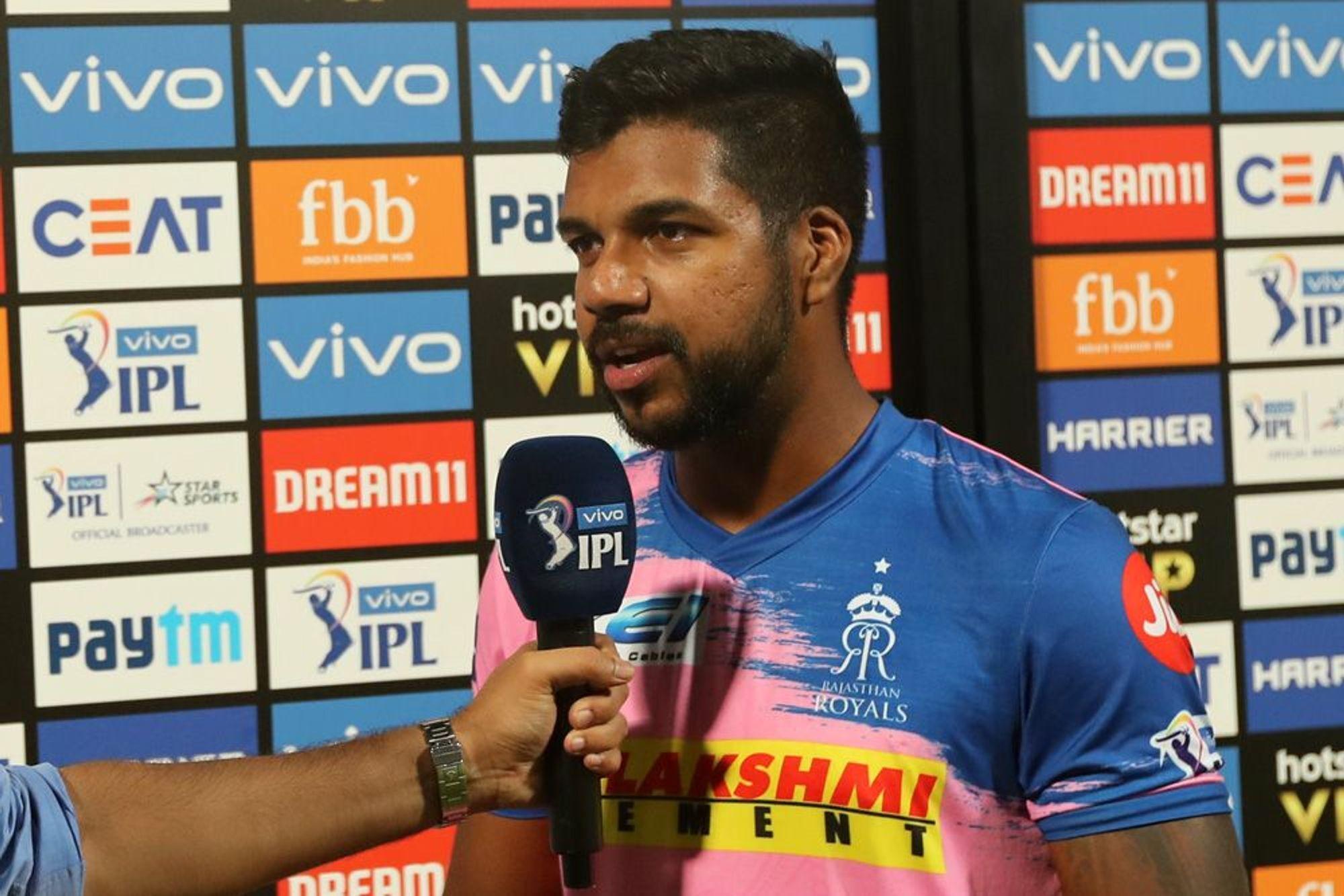 'मैन ऑफ़ द मैच' लेते हुए वरुण आरोन ने अपनी टीम के ही साथी खिलाड़ी अजिंक्य रहाणे को सूना दी खरी-खोटी 1
