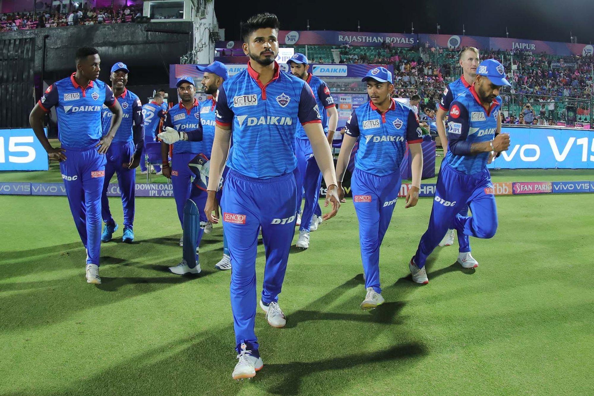 आईपीएल 2019 : दिल्ली कैपिटल्स के सीनियर खिलाड़ी ने गुस्से में खोया अपना आपा, ऋषभ पंत को मारी गेंद! 10