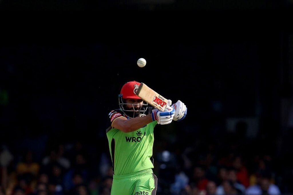 RCBvsDC: सोशल मीडिया पर कप्तानी के बाद अब विराट कोहली की बल्लेबाजी पर भी उठे सवाल 2