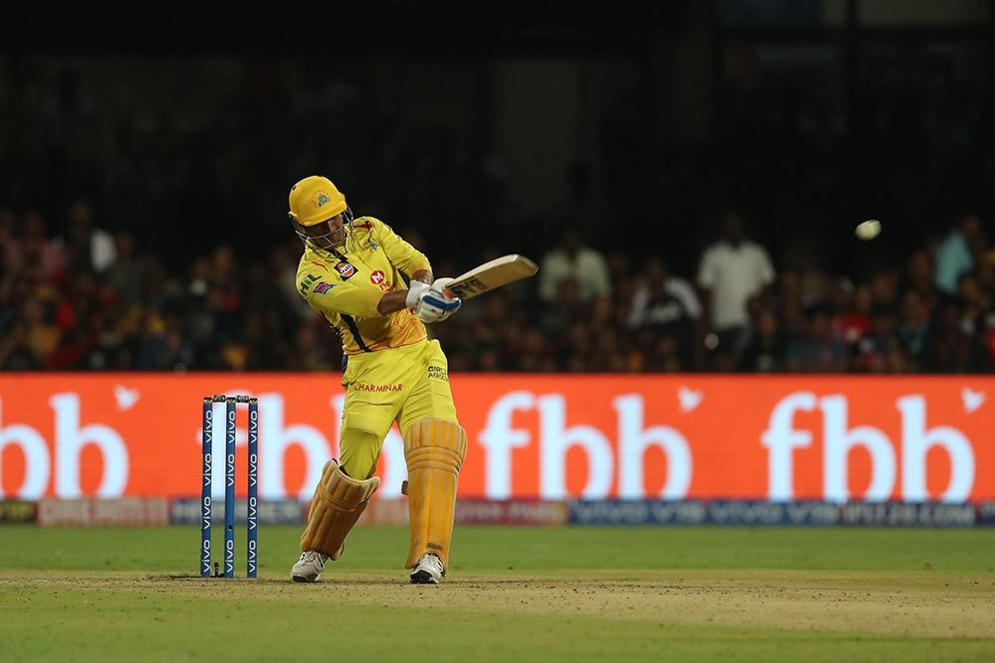 आईपीएल 2019 : बैंगलोर से हार के बाद भी 'महेंद्र सिंह धोनी' बने सुपरमैन 9